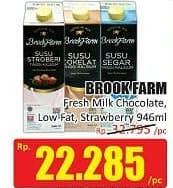 Promo Harga BROOKFARM Fresh Milk Chocolate, Low Fat, Strawberry 946 ml - Hari Hari
