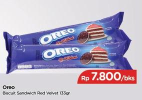 Promo Harga OREO Biskuit Sandwich Red Velvet 133 gr - TIP TOP